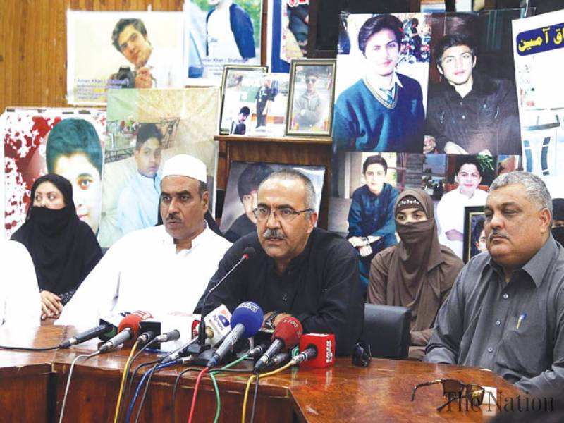 parents-of-aps-martyrs-threaten-capital-sit-in-1431828110-6122