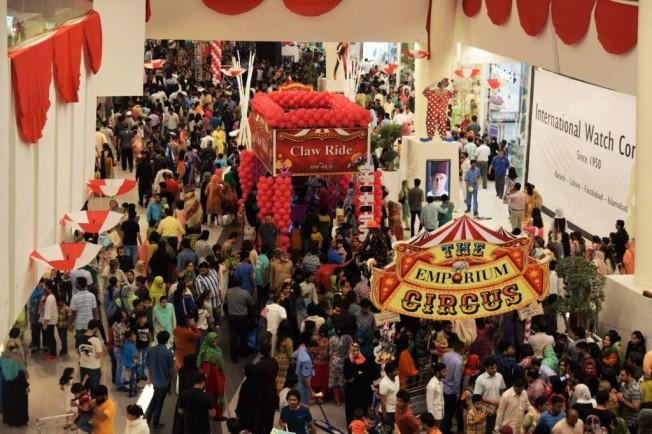 Customers-enjoying-the-Emporium-Circus-Large-1024x683